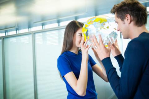 你能接受办公室恋情吗?